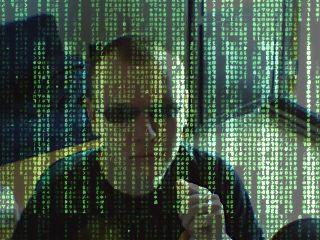 Jani Matrix-aurinkolaseissa vihreänhohtoisten, tippuvien kirjoitusmerkkien takana
