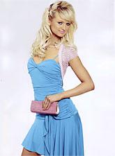 Paris Hiltonin näköinen nainen