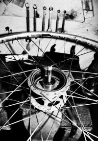 Polkupyörän takapyörän napa avattuna